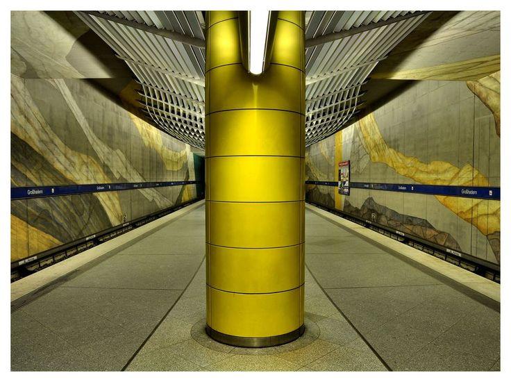 U-Bahn München Großhadern I von Alexander R.H.