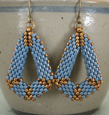 Linda's Crafty Inspirations: Peyote Dangle Earrings - Blueberry