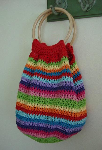 Fantastic crochet bag.  Puede. Alguien. Decirme como hacer esta. Bolsa?
