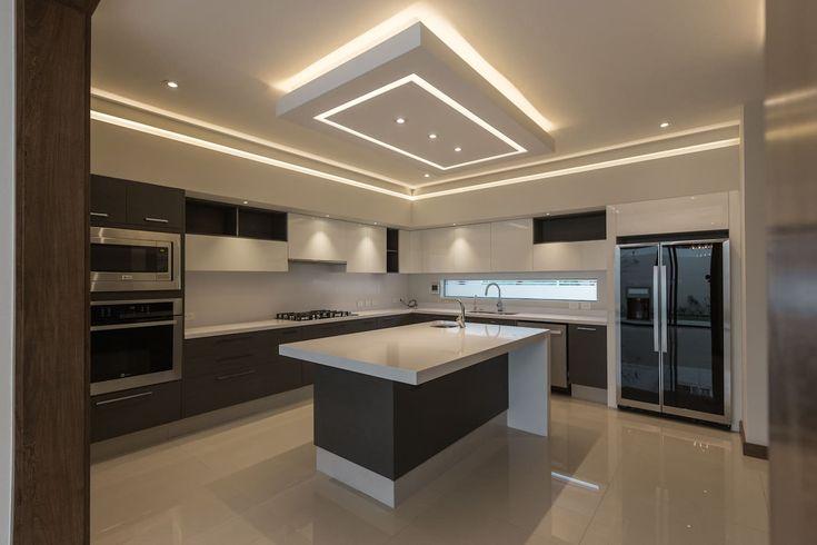 Kitchen Ceiling Design, House Ceiling Design, Kitchen Tiles Design, Luxury Kitchen Design, Luxury Kitchens, Home Decor Kitchen, Kitchen Ceiling Lights, Modern Kitchen Interiors, Modern Home Interior Design