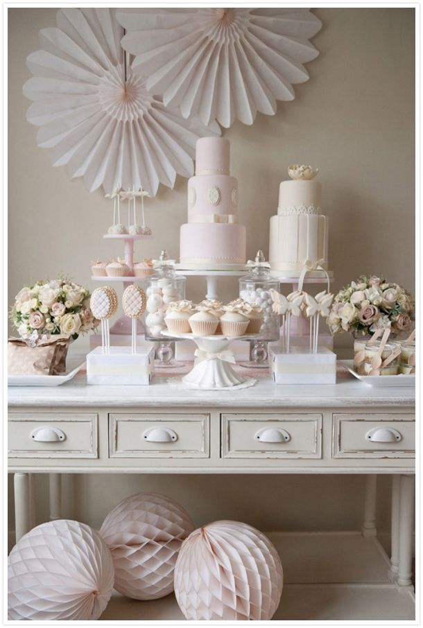 Pink and cream Dessert and Cake Table FIona Kelly Photography Reverie Magazine 3 Party in rosa