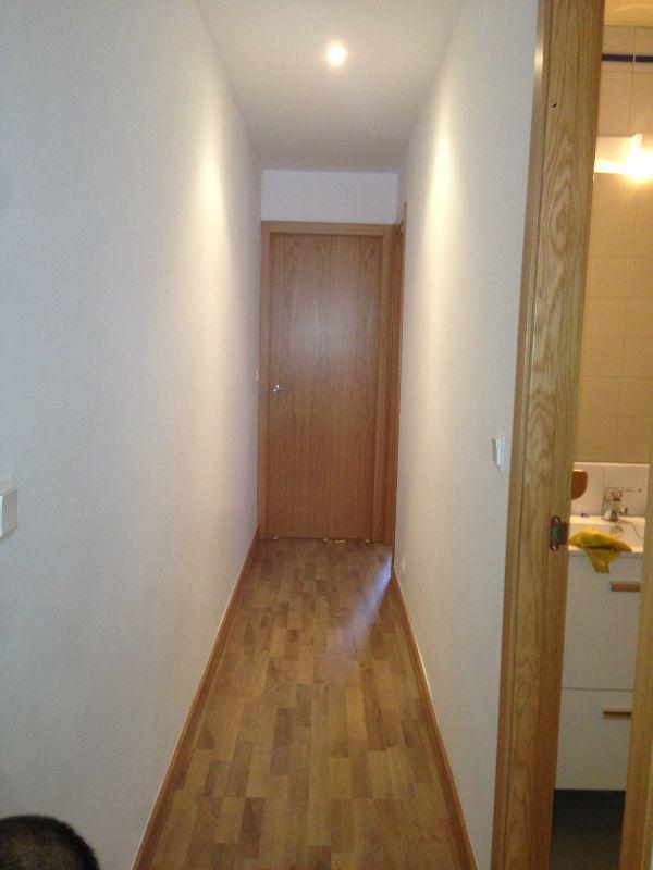 Puerta modelo l50 en roble en pasillo con tarima flotante - Tarima roble blanco ...