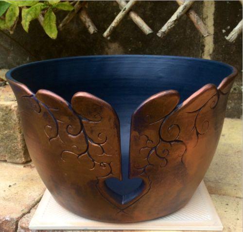"""7"""" diámetro de acrílico tazón de hilo pintado con ceras bruñido metálicos. En venta en £ 30GBP ($ 50.36USD) + gastos de envío. Earthwoolfire.etsy.com earthwoolfire@gmail.com"""