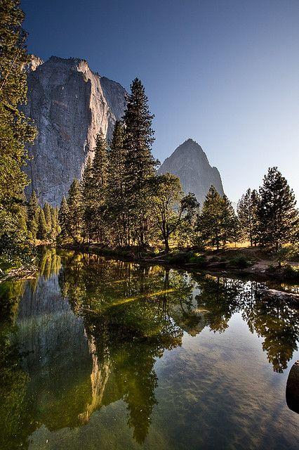 Cathedral Rocks vista from El Capitan Bridge, Yosemite National Park; photo by Noreo