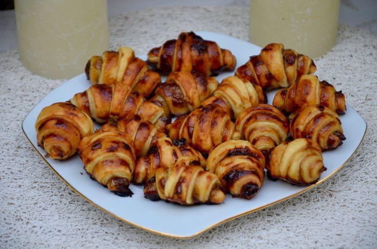 mini croissants ap ritif au confit d oignons et parmesan appetizers pinterest d croissant. Black Bedroom Furniture Sets. Home Design Ideas