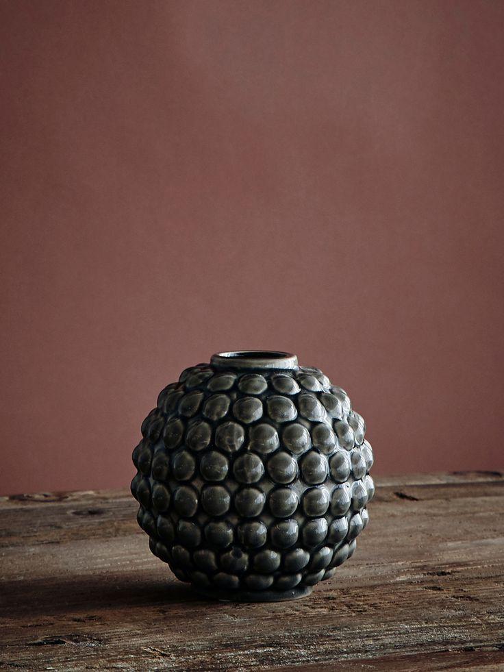 Dotty vase ifrån danska märket Broste Copenhagen. Kommer i tre olika färger.