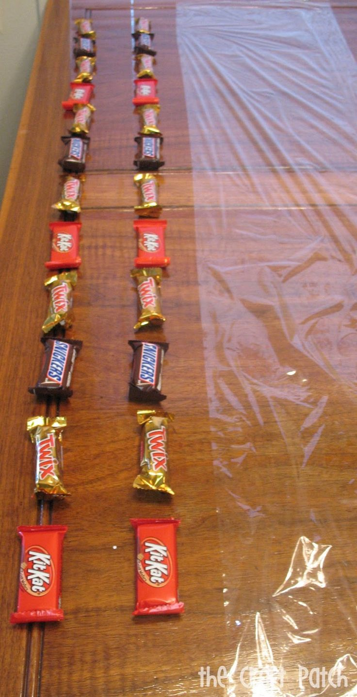 The Craft Patch: Candy Bar Lei Tutorial...this would be cute for door knocking for open houses