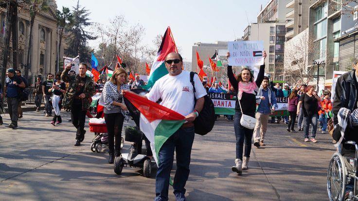 Comunidad palestina, descendientes de palestinos, y chilenos , más diferentes organizaciones marcharon en Santiago contra la guerra en franja de gaza.