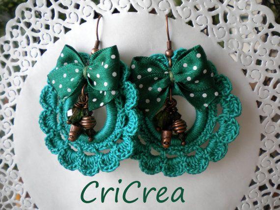 Orecchini fatti all'uncinetto, decorati con swaorovski, cristallo, charms in rame e nastrino!!!