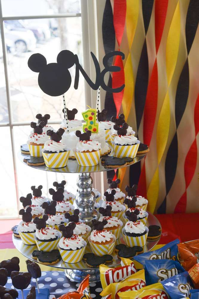 These Mickey Mouse cupcakes are adorable!!! See more party ideas and share yours at CatchMyParty.com