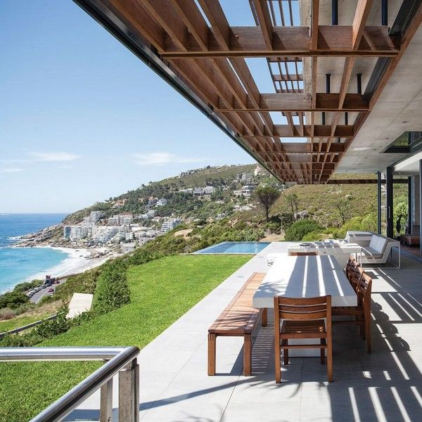 http://leemconcepts.blogspot.nl/2015/08/buitenkijken-in-clifton-beach-house-in.html #southafrica #capetown #zuidafrika #kaapstad #beachhouse #strandvilla #kaapdegoedehoop #cliftonbeach #tafelberg