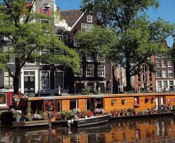 floating houses in Amsterdam