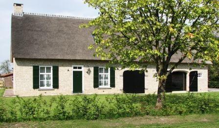 Herbouw traditionele brabantse boerderij te gilze noord for Boerderijen te koop in brabant