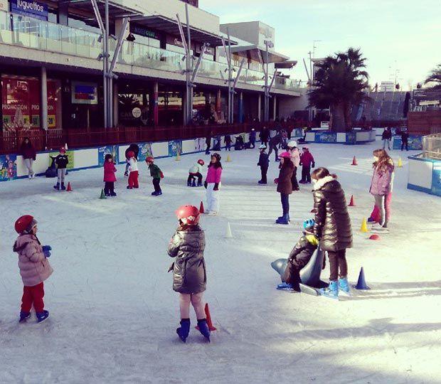Aunque Zaragoza no es conocida por sus deportes invernales, en anteriores temporadas ha tenido hasta tres pistas de patinaje sobre hielo instaladas para el periodo navideño: la de la céntrica plaza del Pilar y las de los centros comerciales Puerto Venecia y Plaza Imperial.