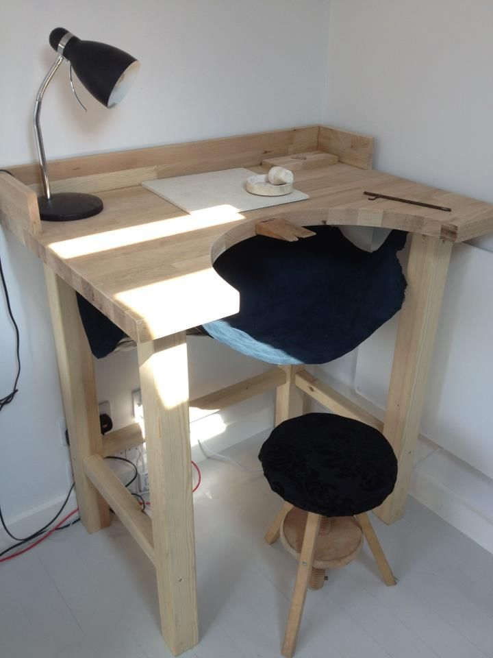 workbench--- ( catch-all ) - a great way of making sure you never lose anything on the floor! The catcher catches all dropped items!