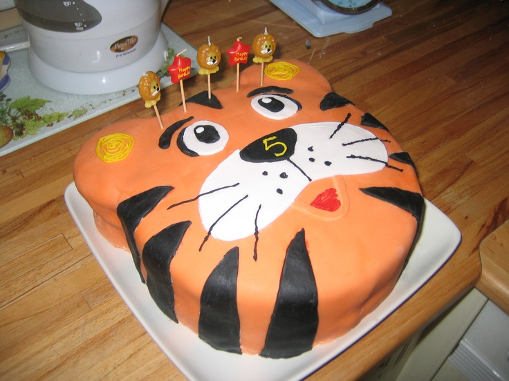 tiger cake - I like the 5 on the nose!