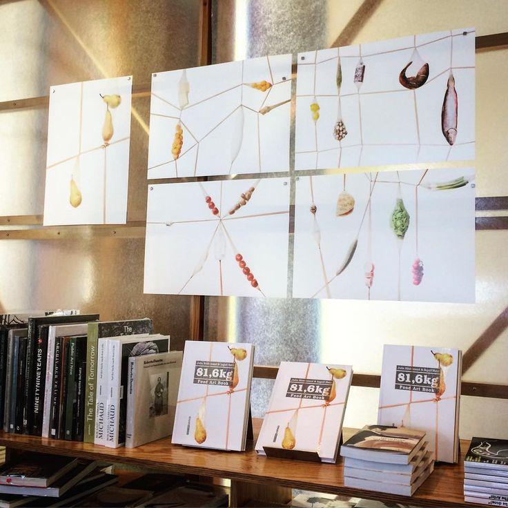 Fine Art Prints und unser tolles Buch 81,6 kg bei Literatur Moths! Nichts wie hin ❤️ #fineart #81komma6 #foodartbook #booklovers #bookshop #foodies #foodphotography #photographer #glockenbachviertel #munich #bavaria #augustundjuli #münchen #bayern