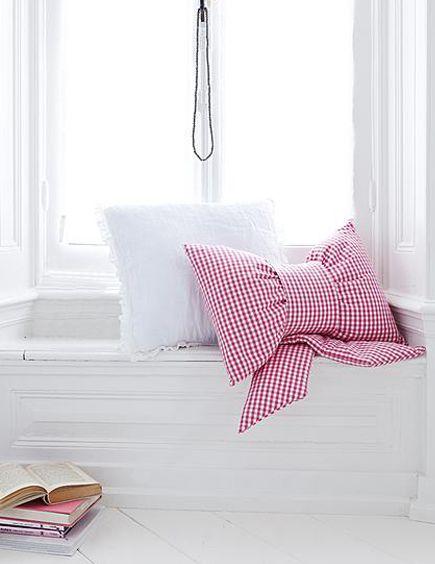 DIY Bow Pillow
