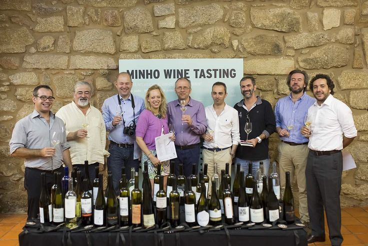 """A comitiva de especialistas foi constituída pelos brasileiros Alexandre Lalas (crítico de vinhos no portal www.alexandralalas.com.br e colaborador da revista """"Gula"""") e Miguel Icassati (especialista em gastronomia e vinhos, revistas """"Veja"""" e """"Gosto""""), o francês Eric Riewer (editor de vinhos do famoso guia """"Gault Millau""""), o polaco Pawel Bravo (crítico da revista """"Magazyn Wino""""), o sueco Fredrik Âkerman (especialista em vinhos que colabora com o projeto """"Din Vinresa""""), a holandesa Leonie…"""