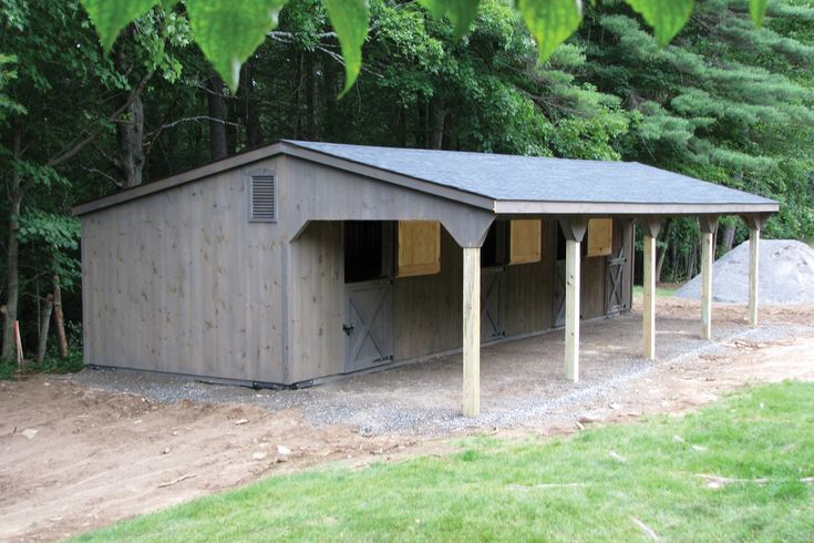 Post beam horse barns run in shed row horse barn with for Barnyard garages