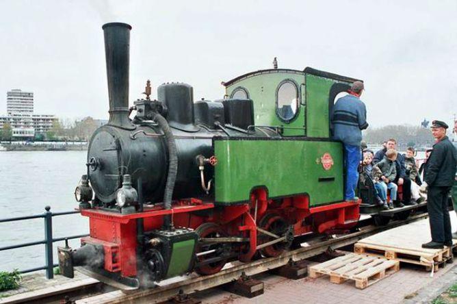 "Locomotora nº 3 ""Turba"" , Orenstein & Koppel ,en Güldental , Mainz (Alemania), Foto: Jose Maria Valero,  Archivo Juan Manero http://www.spanishrailway.com/wp-content/uploads/image022-668x444.png"