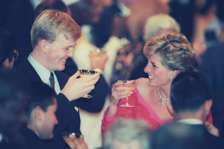 Never-before-seen pic of Princess Diana & now King Wilhelm Alexander