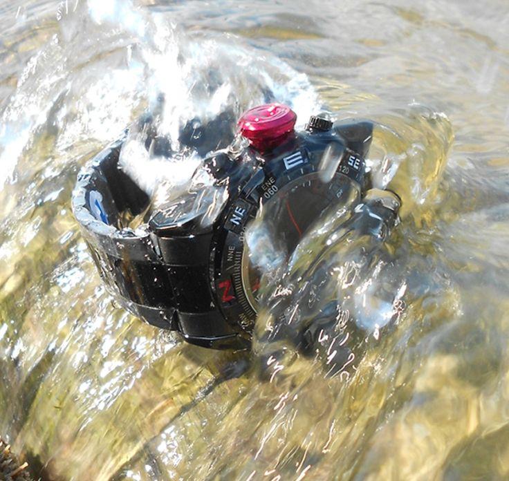 Водонепроницаемость этих мужских кварцевых часов: WR30M - выдерживают сопротивление  всплесков воды, дождь, запотевание, туман, мытье рук, автомобиля.