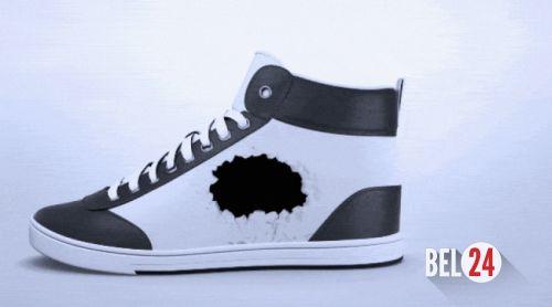 Кроссовки из электронной бумаги меняют свой внешний вид на ходу.          Если вы покупаете себе много обуви, чтобы не отставать от моды, возможно, вскоре вам удастся сэкономить много денег. Дэвид Коэльо объявил о начале сбора средств на ShiftWear — кроссовки с цветным