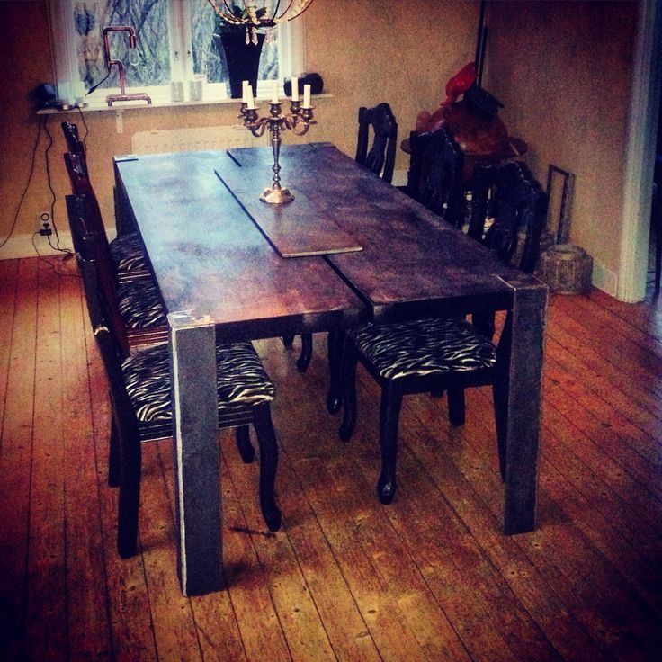 My new dinnertable, made of 200 kg metal and wood..