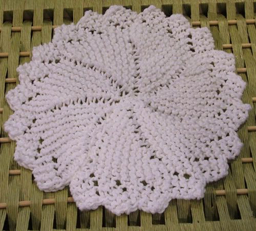 Free Knitted Round Dishcloth Patterns : Round Dishcloth - Free Knitting Pattern Crochet Patterns Pinterest Knit...