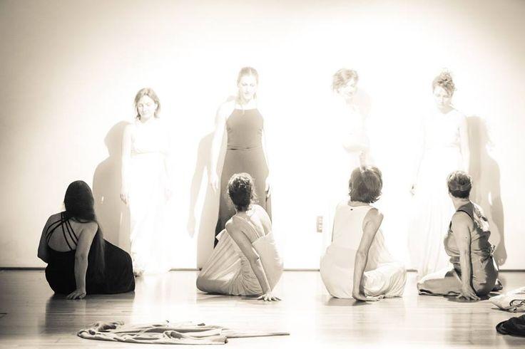 Con semplici #sfumature Dorin Mihai disegna l' #essenza imprecisa dei #corpi, Paul Klee con semplici linee tratteggia una #sagoma informe, quella di un #angelo che è in formazione e trasformazione. La sfida è intercettare un angelo che sia simbolo e paradosso della convivenza e della lotta degli opposti, essere e non-essere (ancora). Photo by Dorin Mihai