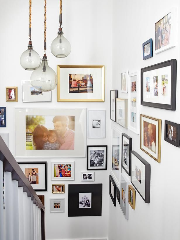 """The key to a great gallery wall is varying frame sizes. ""Add one or two really big frames — like 16 inches by 20 inches — and an art wall immediately looks high-end,"" says Emily. Then mix up the other sizes, and hang some horizontally, some vertically."": Photos Galleries, Lights Fixtures, Hallways, Frames, Galleries Wall, Photos Wall, Families Photos, Stairways, Art Wall"