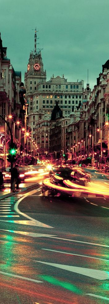 Gran Via, Madrid, Spain. MUY HERMOSA CIUDAD Y BELLA FOTOGRAFÍA.