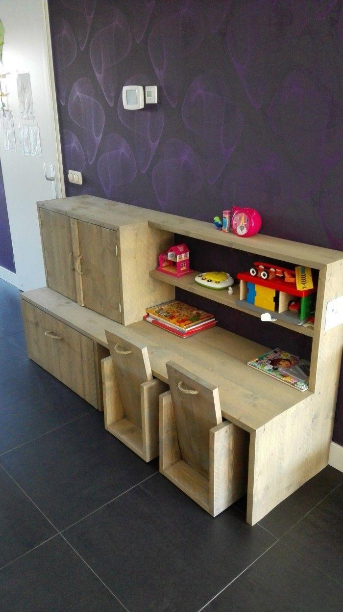 Bureau/speelgoedkast voor kinderen, van steigerhout