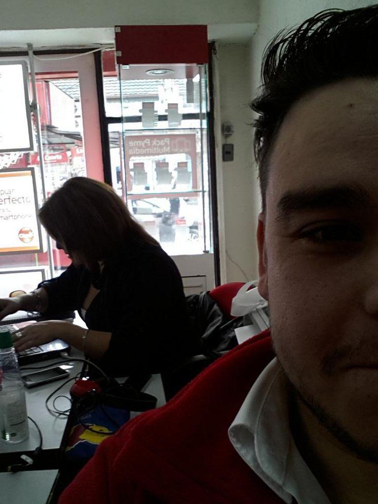 @Fiessta909 chicos quiero que le den un saludo a mi jefa Carolina que esta estresada conmigo jajajajajajaj saludos pic.twitter.com/f0YQYMkMkF