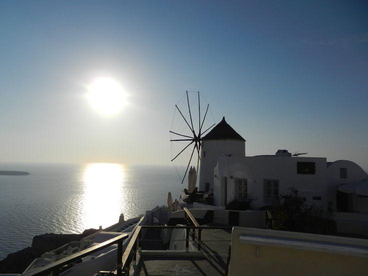 Oia, Santorini, Greece - The Famous Sunset.  #travel, #destination, #Santorini, #Greece http://travellingwizards.com/destinations/countries/greece/islands/santorini