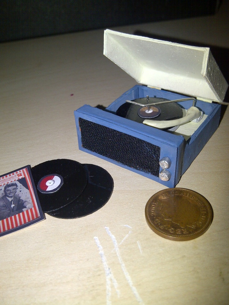Teeny Tiny Things: Miniature Record player & Records