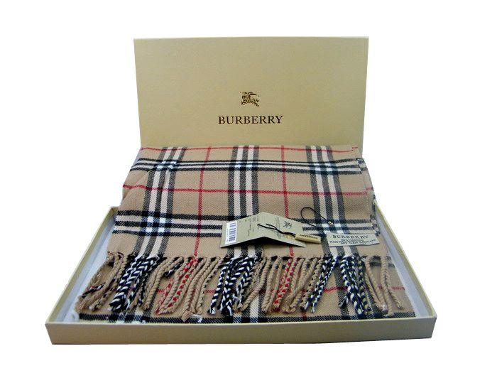 Ja ein Schal...ich liebe den Burberry Schal,aber den Preis nicht.Deswegen habe ich guten Alternativen gefunden mit dem selben schönen Muster.♥ Zu kaufe:(so ähnlich) Zara