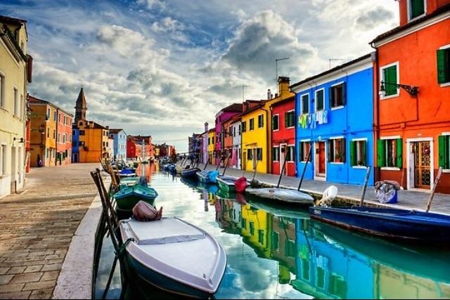 Buran, la isla de las casas coloreadas-Venecia Italia.-