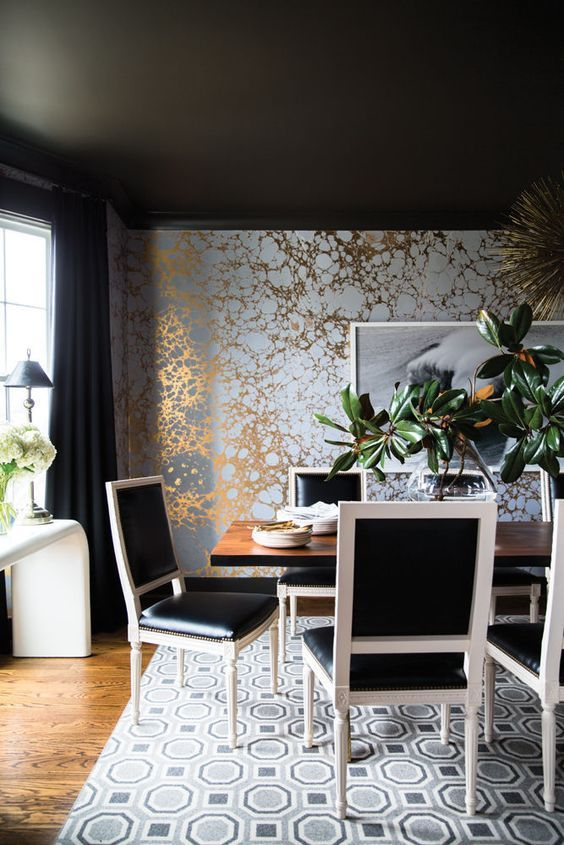 CELEBRITY DINING ROOM |  luxury decor with golden and silver wallpaper , black an white dining chairs. Hayden Panettiere's perfect home | www.bocadolobo.com #diningroomdecorideas #moderndiningrooms