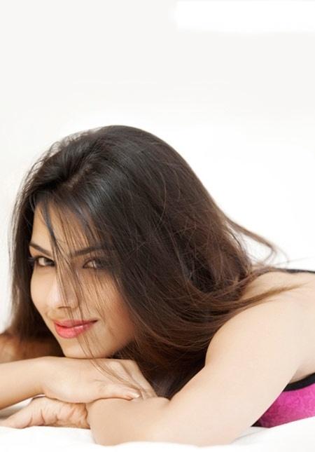 Hottie of the Day - Aakriti Bhamri