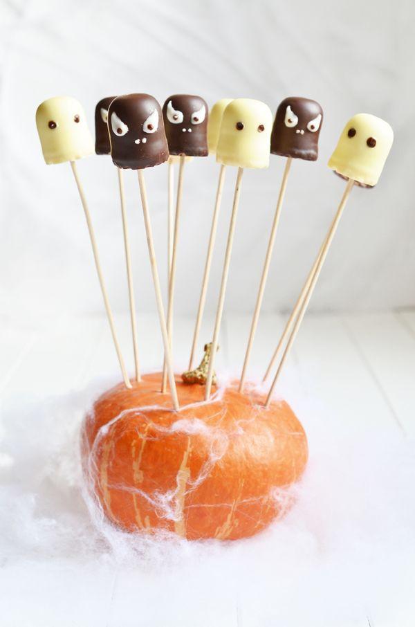 Schokokuss-Gespenster für die Halloween-Party (www.rheintopf.com) #rezept…