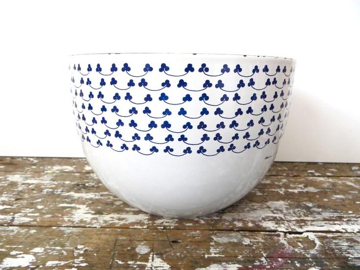 Finel Kaj Franck Clover Enamel Bowl Arabia of Finland at VintageShoppingSpree via Etsy.