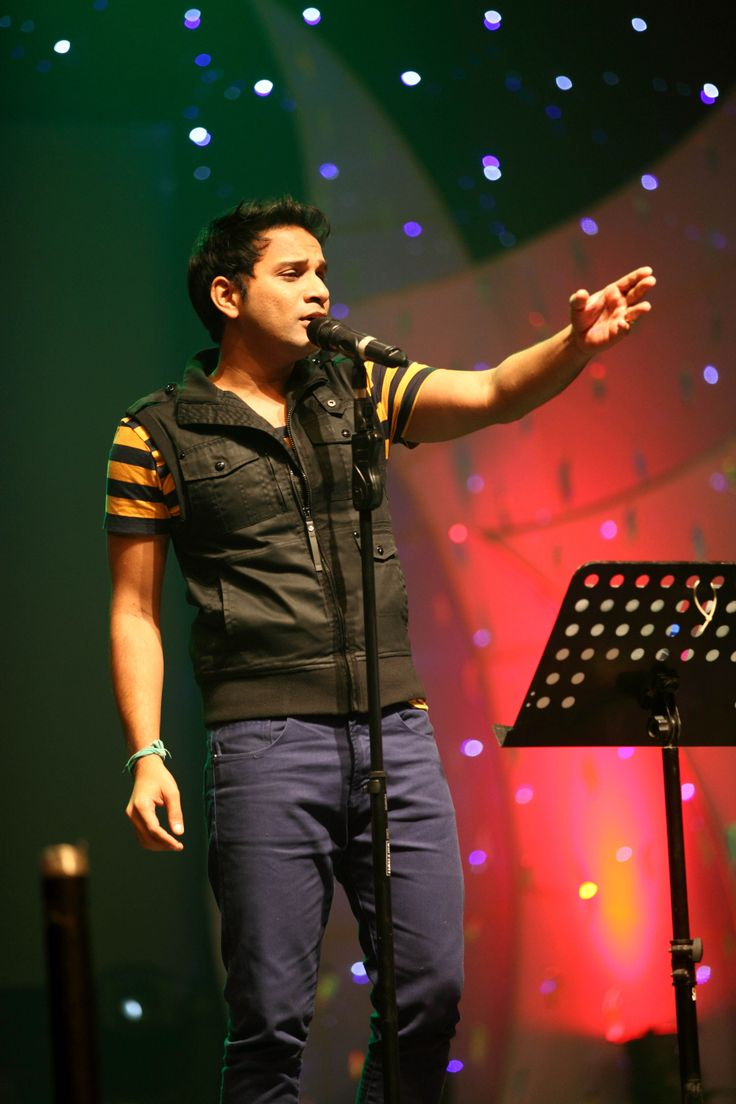 Poorvika Mobiles, Singer Karthik's rocking performance @ samsung Grand 2 Launch