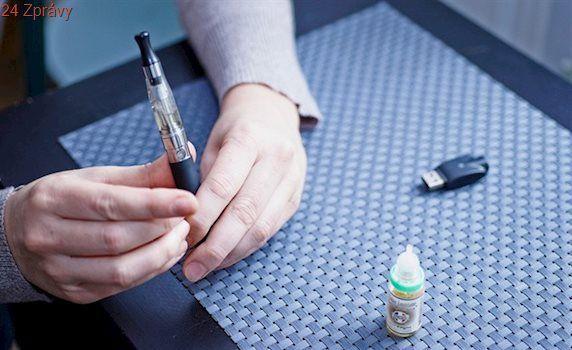 Obchody vyřazují elektronické cigarety z nabídky, jejich obliba klesá