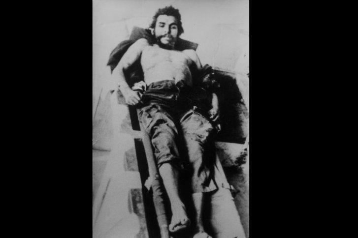 Y entonces me acordé de las fotos del Che y mi tía no dudó ni un minuto: 'sí, sí, sé dónde están', relata Arteaga, que añade que unos días después le dio un sobre con estas fotos, que habían estado bastante tiempo en la casa familiar de Castiliscar junto a otras imágenes tomadas en Bolivia.