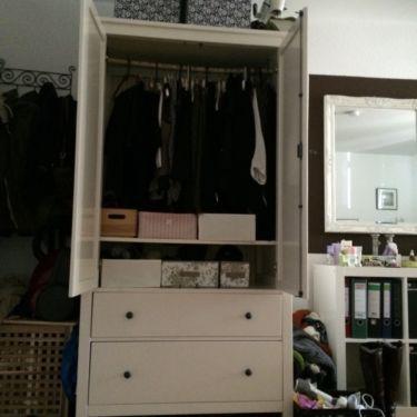 Vintage Kleiderschrank im sehr guten Zustand weiss bis Mi Reserviert in Freiburg