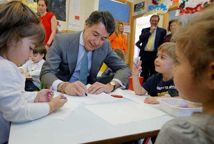 Ignacio González visita la Escuela Infantil 'Sol Solito' en el PAU de Montecarmelo