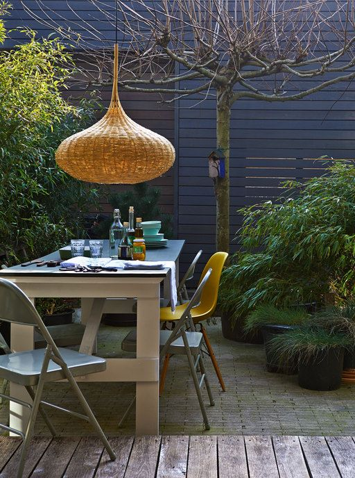 Styling: Fietje Bruijn | Photographer: Dennis Brandsma vtwonen mei 2014 #vtwonen #magazine #interior #outside #garden #wood #reed #table #lamp