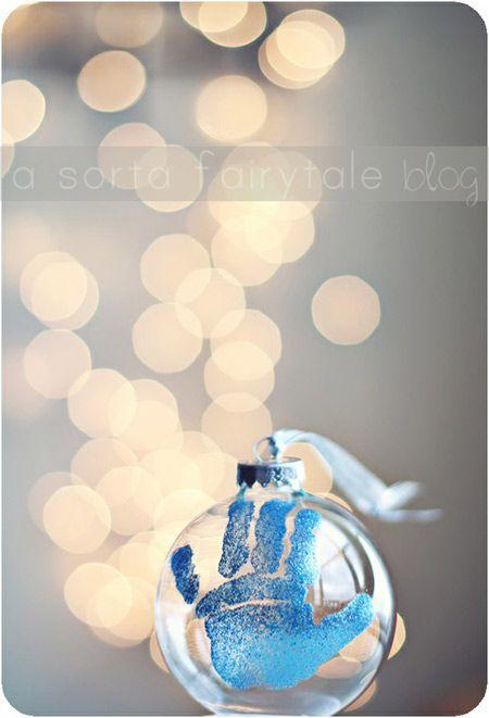 Décoration pour le sapin de #Noel à réaliser avec les mains vos enfants et de la peinture